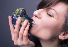 Eating globe