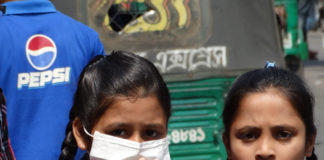 School kids wearing pollution mask