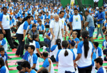 mass yoga demonstration